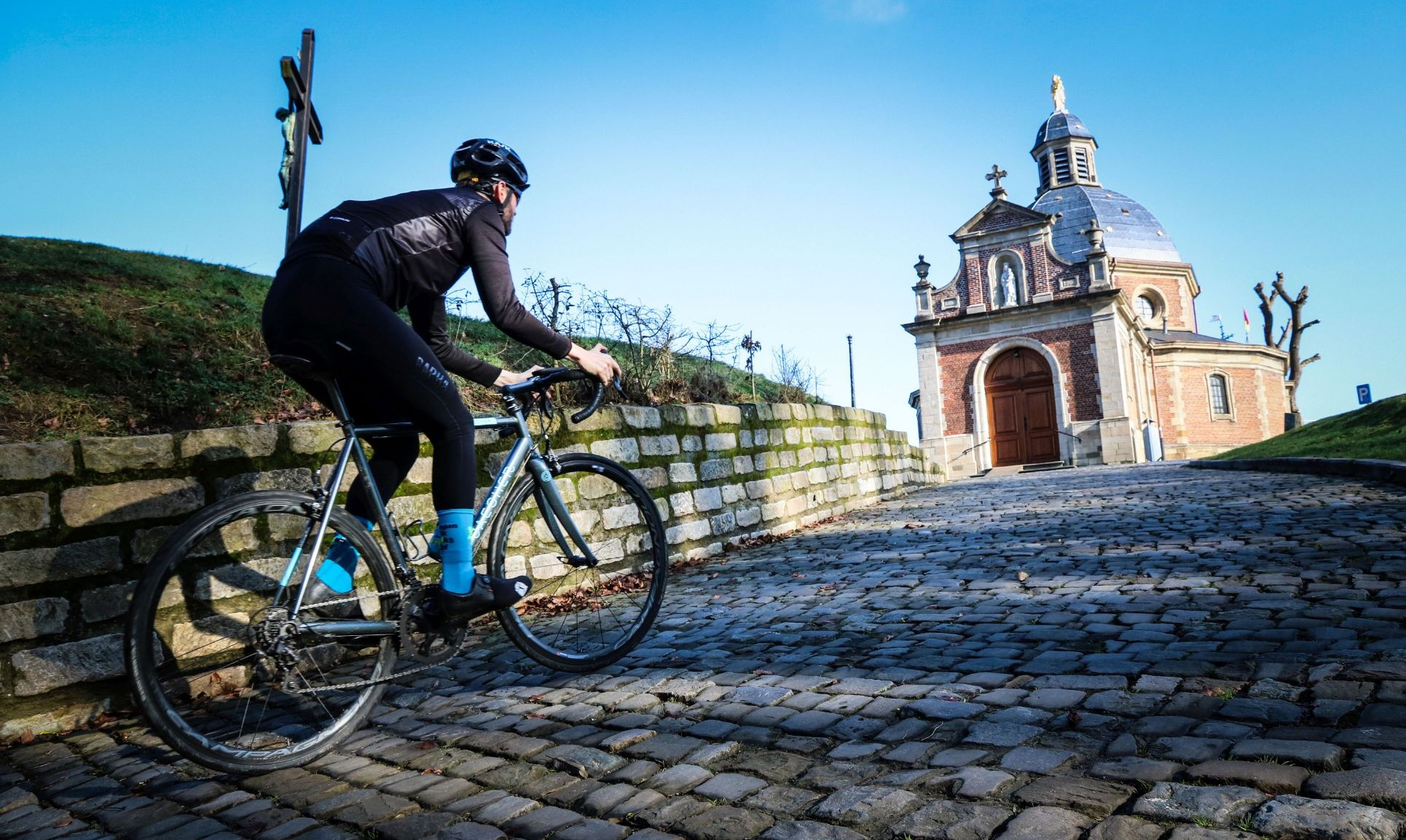 Kapelmuur cycling in flanders Muur